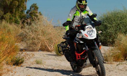 En moto, fresco y protegido con los pantalones Summer de Axo