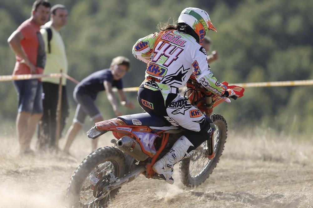 Laia Sanz, en acción, durante el Campeonato del Mundo de Enduro