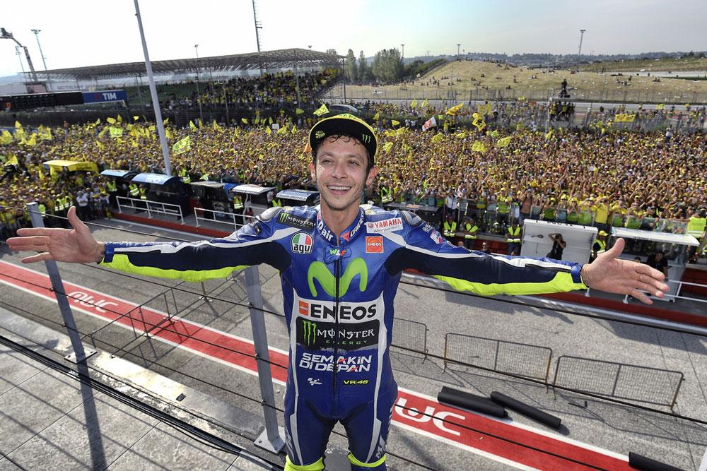 Valentino Rossi frente a sus fans en San Marino
