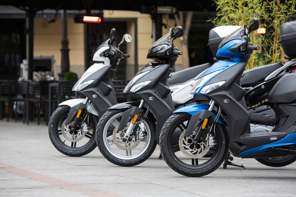 Aparcar moto en acera correctamente