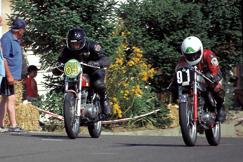 Carreras motos en La Bañeza