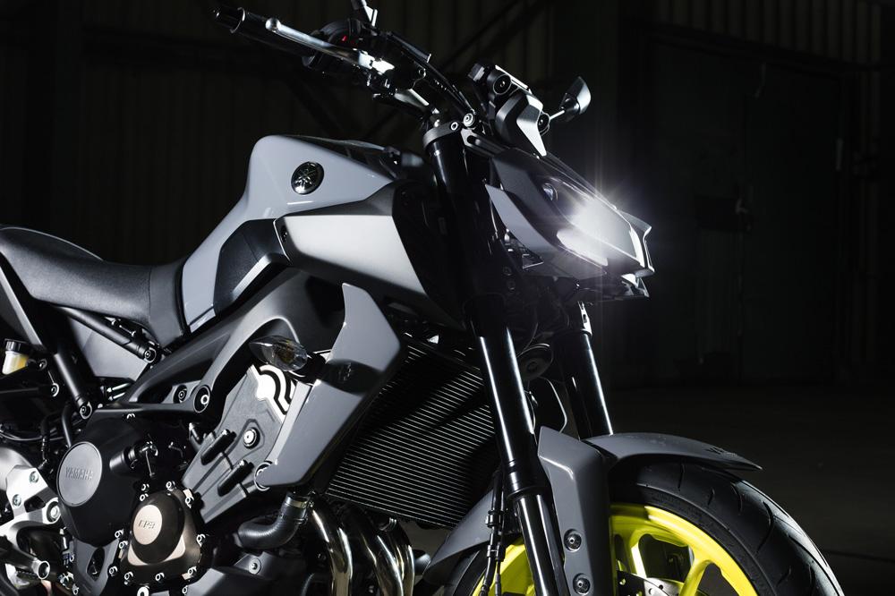 Faro delantero de la Yamaha MT 09 2017