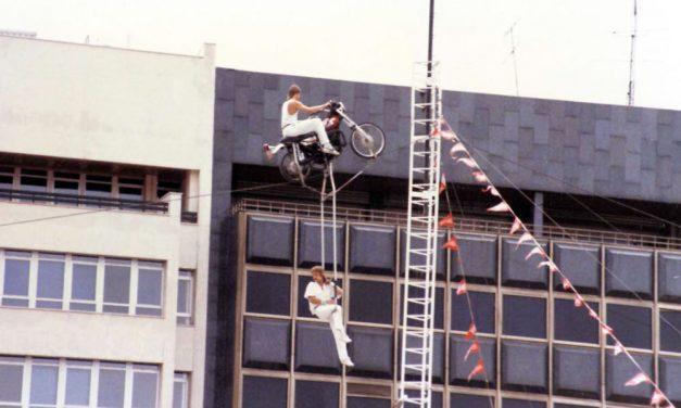 El espectáculo de las acrobacias en moto