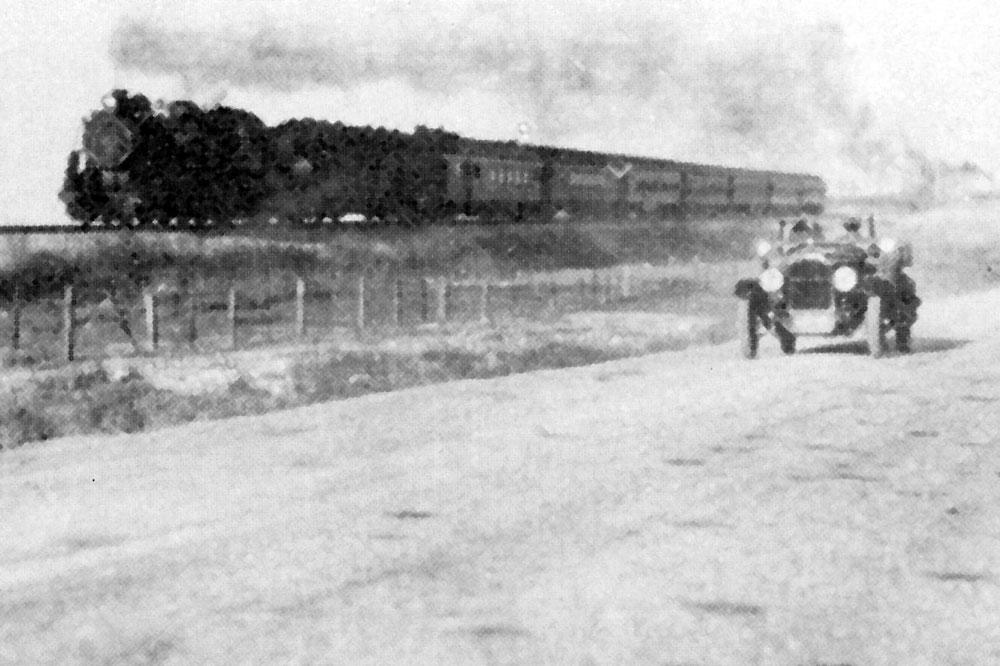 Carrera tren coche en Bonneville