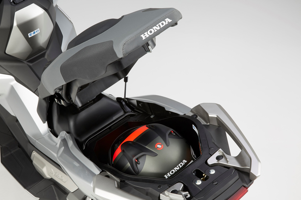 Hueco para el casco del Honda X ADV
