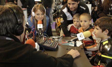 María Barbero y su escuela de jóvenes pilotos en moto