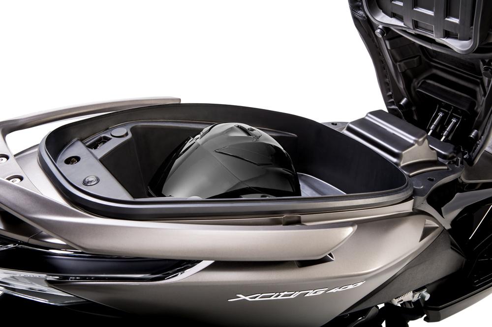 KYMCO Xciting 400 hueco para el casco