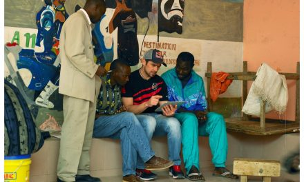 Cyril Despres continúa la labor filantrópica de Fabrizio Meoni en Senegal