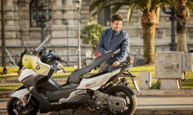 Cómo conducir en moto en verano sin pasar calor
