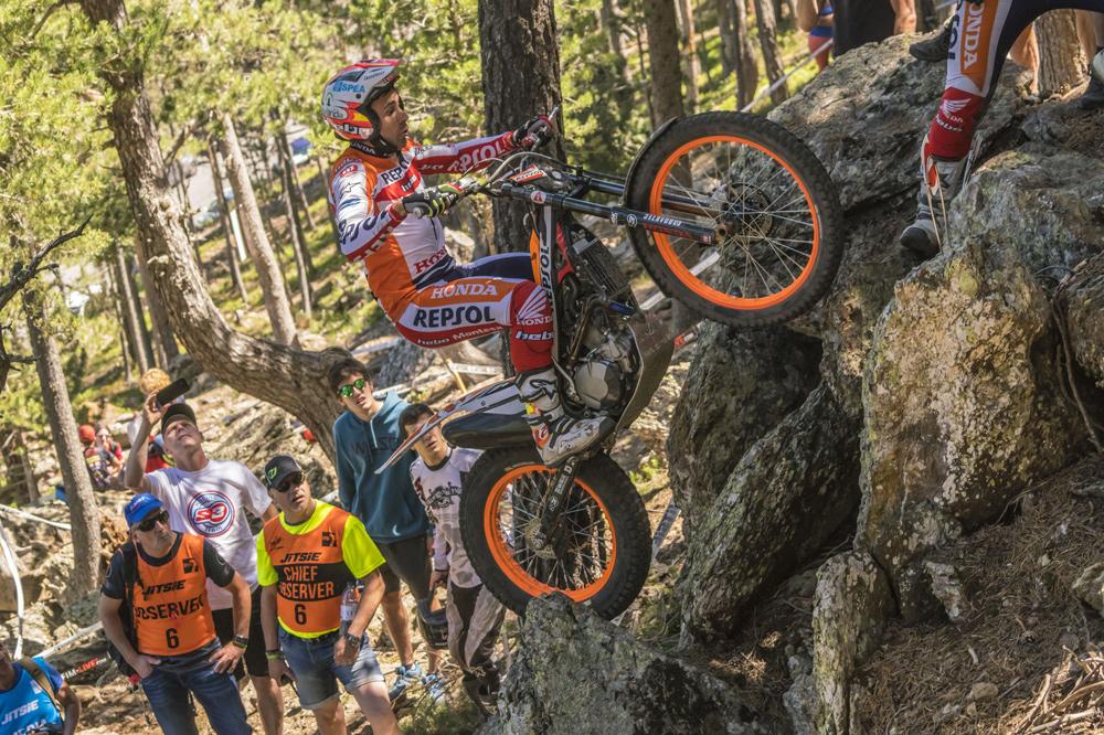 Un error tonto alejó a Toni Bou de la victoria en el Trial de Andorra