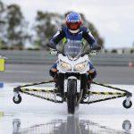 Circular en moto en agua: El agarre de los neumáticos
