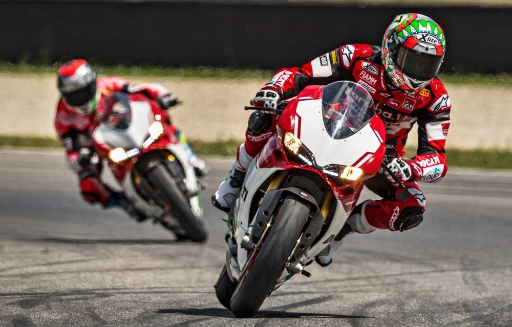 ¿Cómo se toman las curvas en moto?