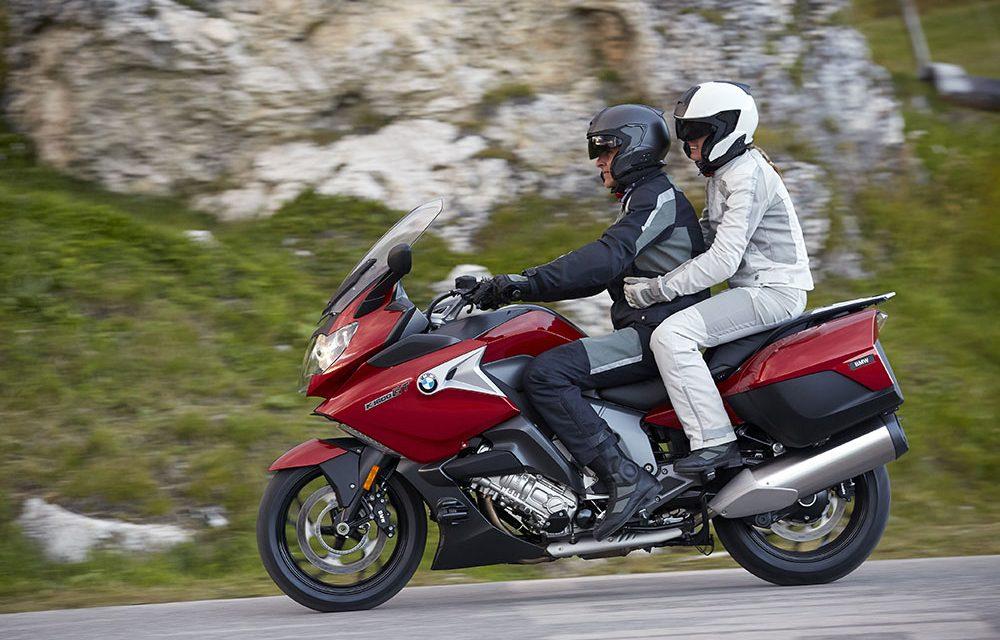 Moto con pasajero: Suspensiones, presiones, faros y otros consejos
