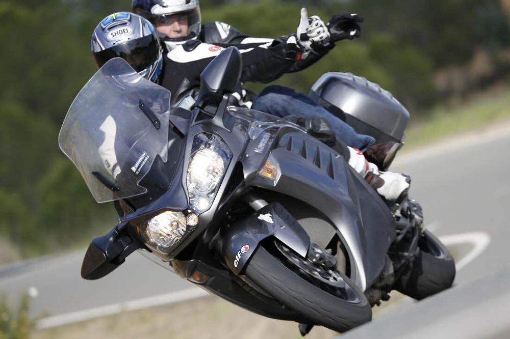 Consejos para conducir en moto con pasajero