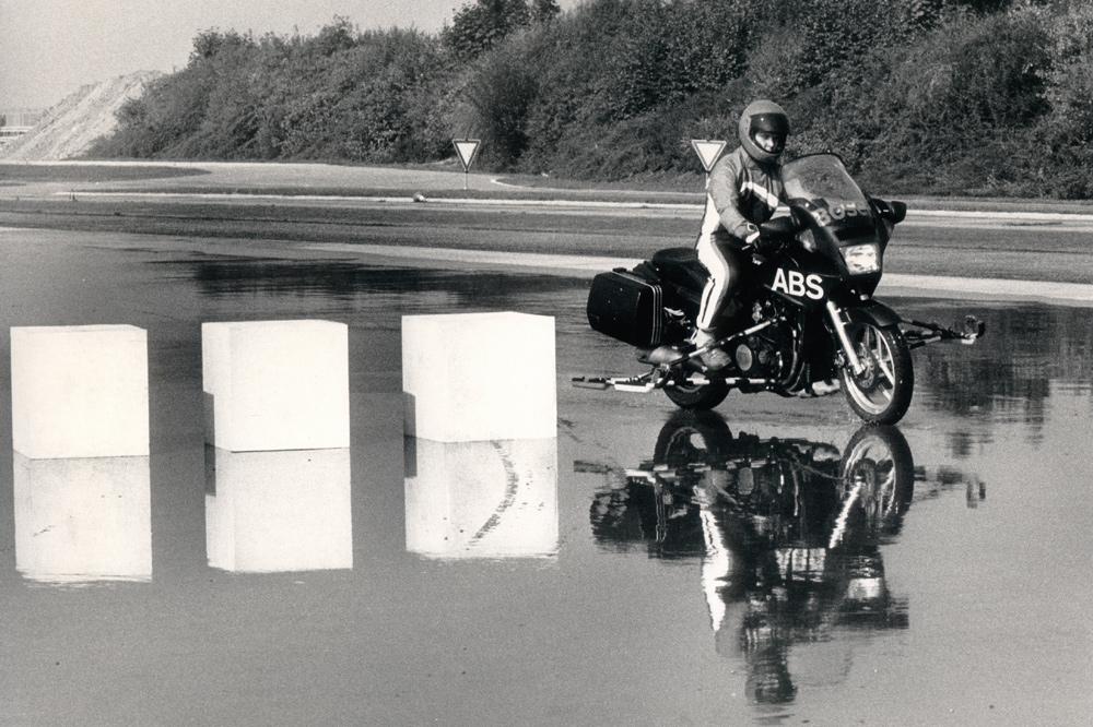 Pruebas de motos con ABS en 1988v