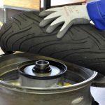 ¿Caducan los neumáticos de moto?