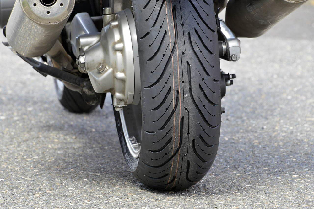 Cuando comienza a degradarse un neumático de moto
