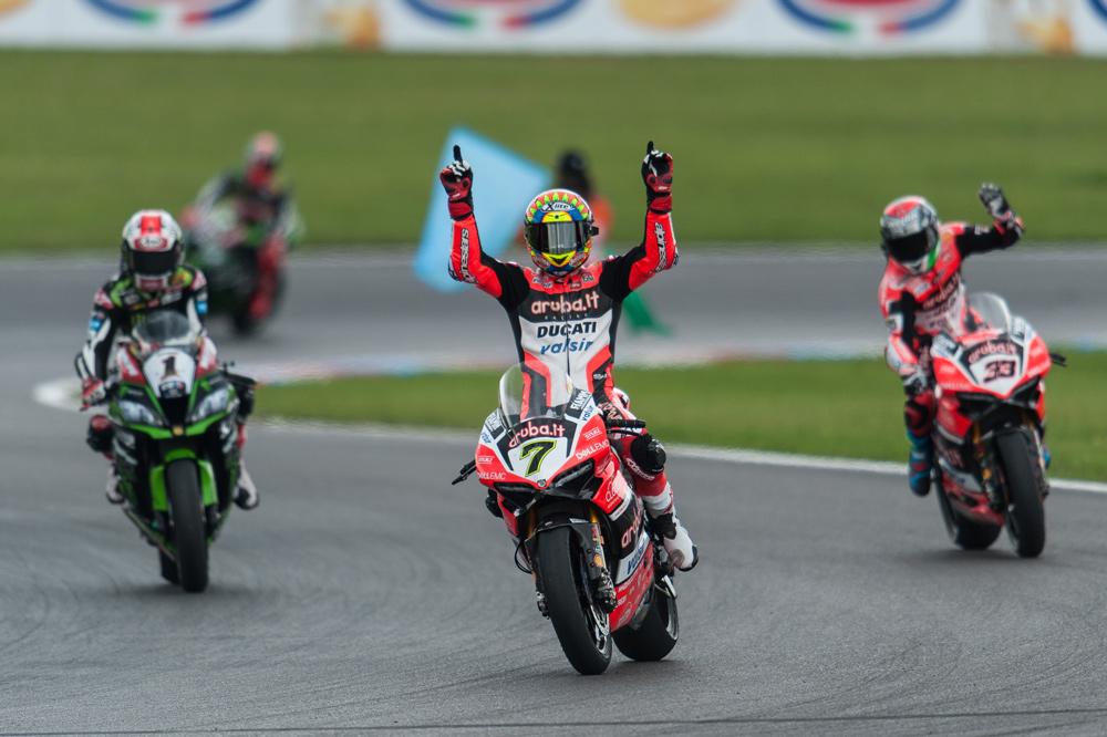 Chaz Davies Celebra su vitoria en SBK Alemania
