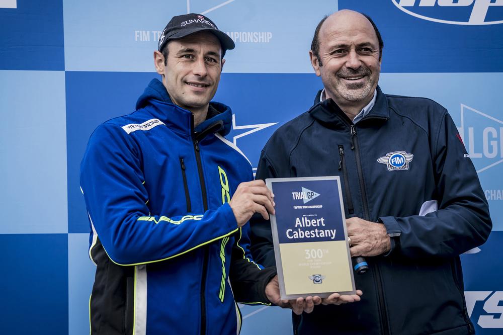Albert Cabestany recibió una placa por sus 300 carreras de trial