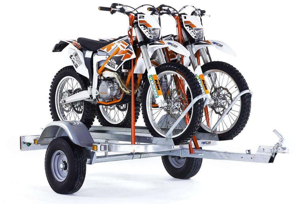 Como atar correctamente una moto en un remolque