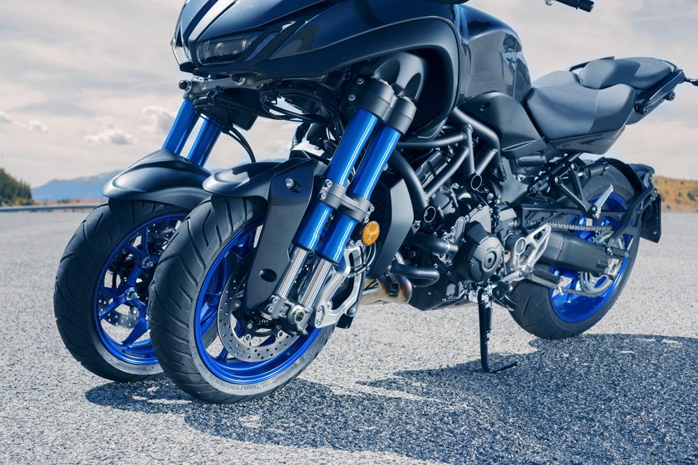 Tren delantero de la Yamaha Niken con horquillas invertidas bitubo