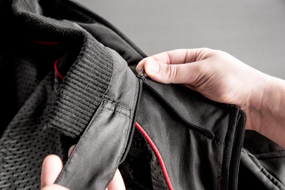 Chaqueta de invierno para moto Antares de Hevik detalle cuello