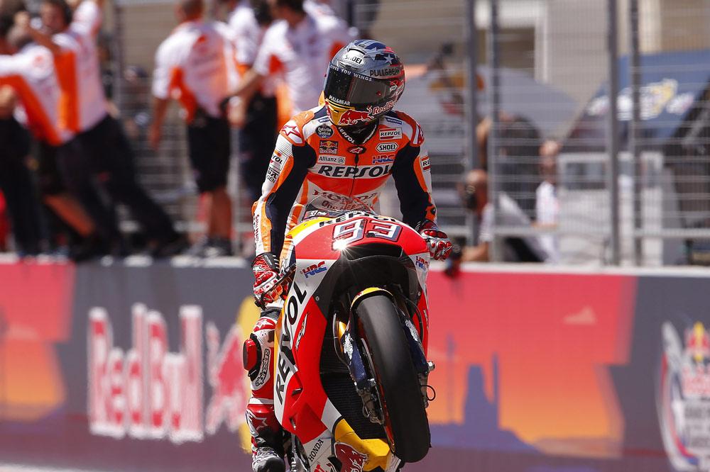 Llegada a meta de Marc Marquez en el Gran Premio de Valencia