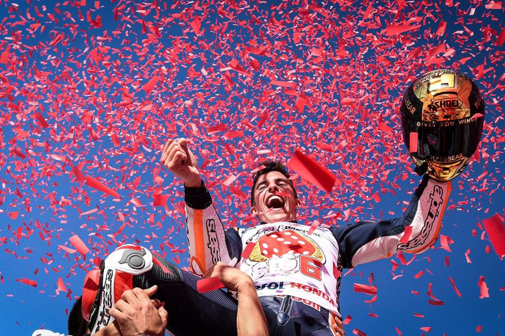 Marc Márquez celebra en Valencia su sexto título de Campeón del Mundo