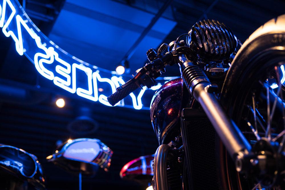 Visita a la Fábrica Triumph en Reino Unido