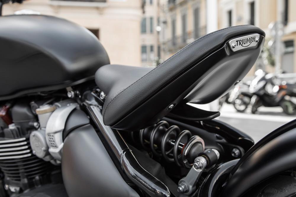Triumph Bonneville Bobber Black detalle asiento