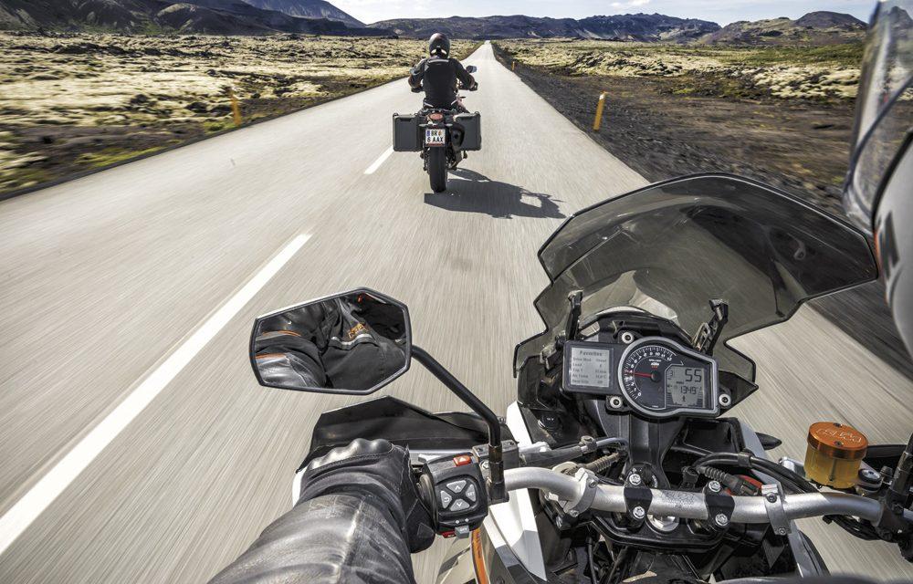 Guantes y chaqueta podrían ser obligatorios para conducir una moto
