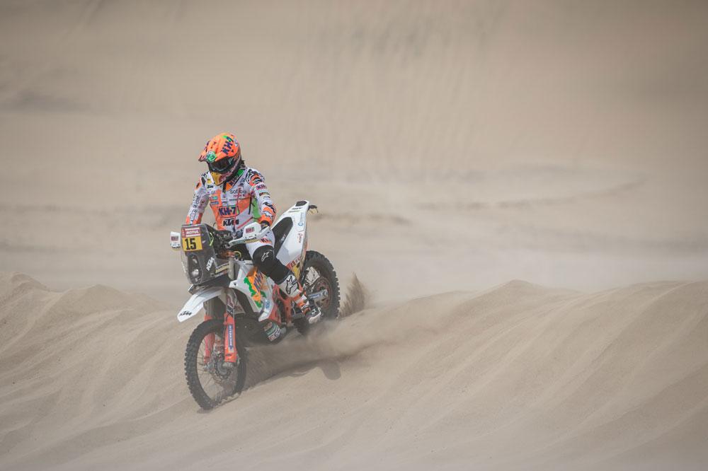 Laia Sanz perdió tiempo en la segunda etapa del Dakar 2018 por poroblemas en el depósito de combustible de su KTM