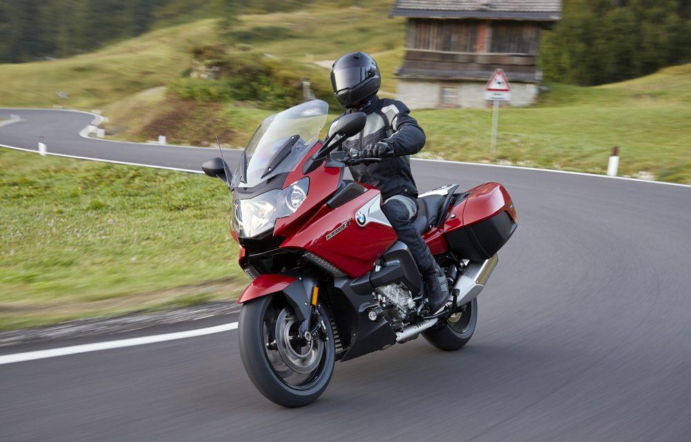 Cómo conducir en moto con viento