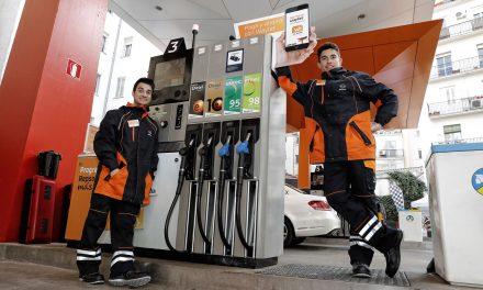 Marc Márquez y Dani Pedrosa, gasolineros