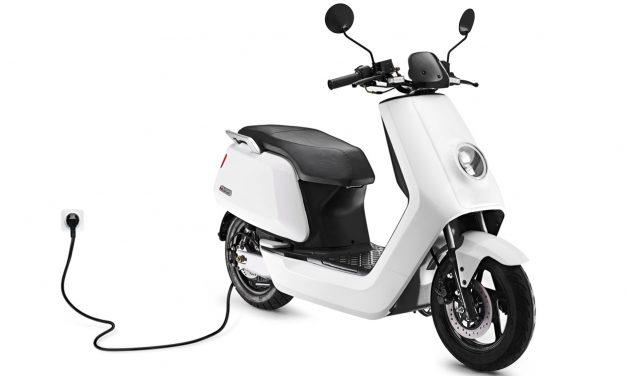 Cómo comprar y asegurar una moto o scooter eléctrico