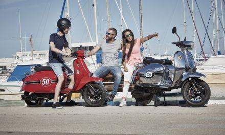 En moto o scooter y en chanclas o pantalón corto: ¡Nunca!