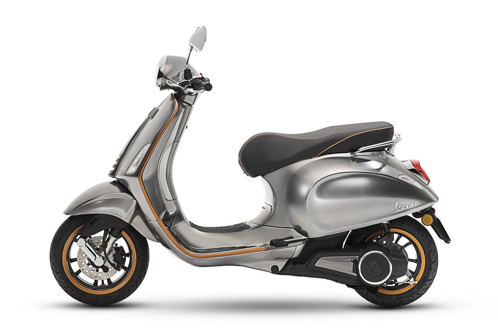 La Vespa Electrica X es la versión híbrida, con un motor térmico que permitirá ampliar su uso hasta los 200 kilómetros.