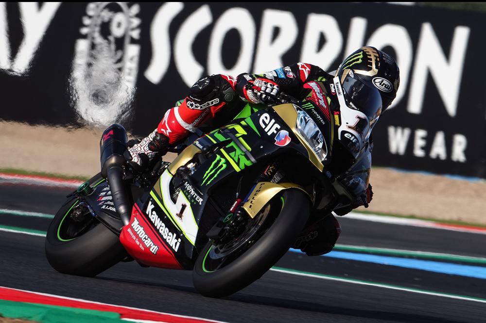 En la segunda carrera de SBK en Magny Cours, Jonathan Rea llevó una decoración especial