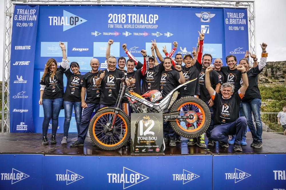Todo el equipo Montesa Honda de Trial con Toni Bou