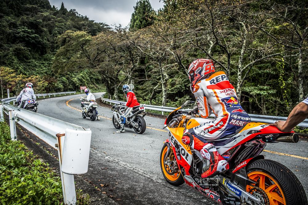 Marc Marquez con un grupo de Winding Riders