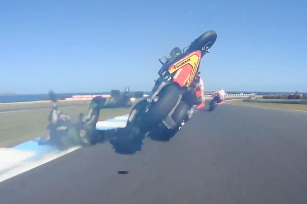 Zarco impacta contra la moto de Marquez en la carrera de MotoGP de Australia