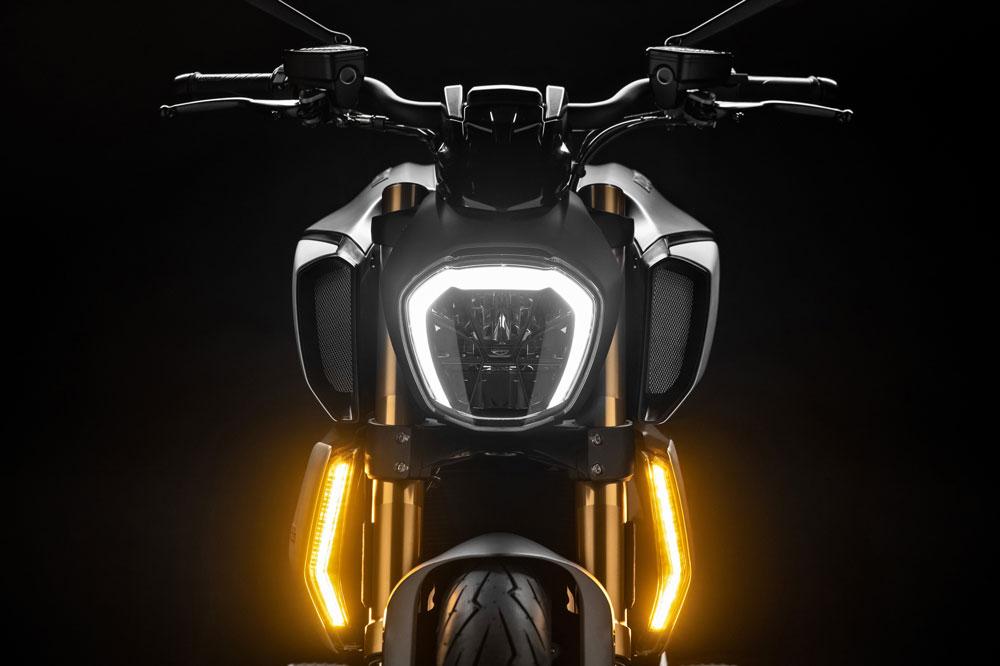 Iluminación de la Ducati Diavel 1290