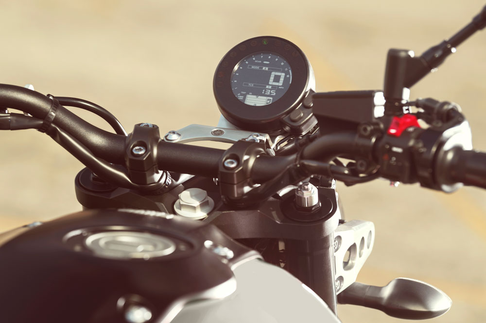 Yamaha XSR 700 XTribute, cuadro de instrumentos