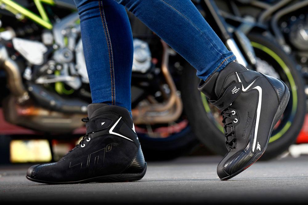 El equipamiento en la moto es una de las medidas que quiere mejorar la DGT