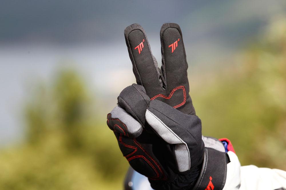 Nuevas normas para los motoristas: guantes obligatorios, más