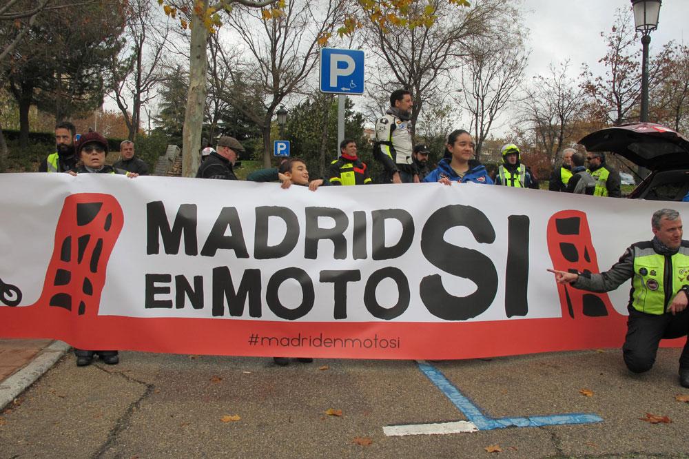 Pancarta Madrid en Moto Sí