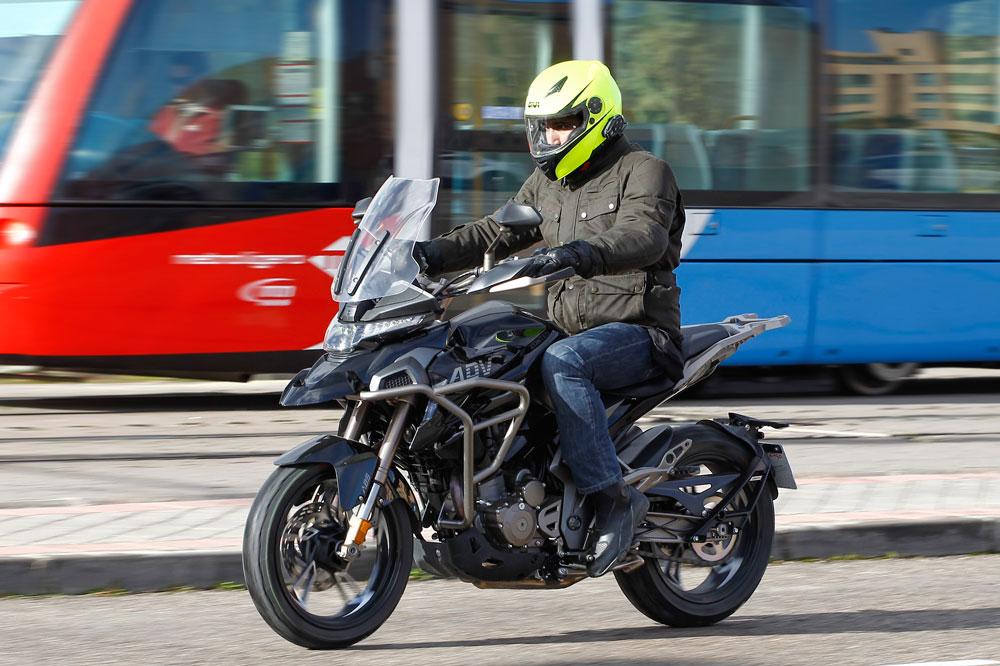 Zontes T 310 moto trail para el carnet A2