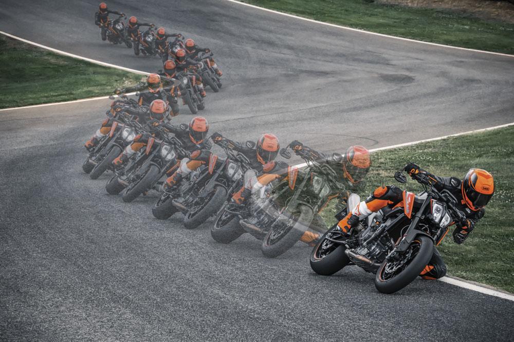 A mayor velocidad en moto, más anticipación