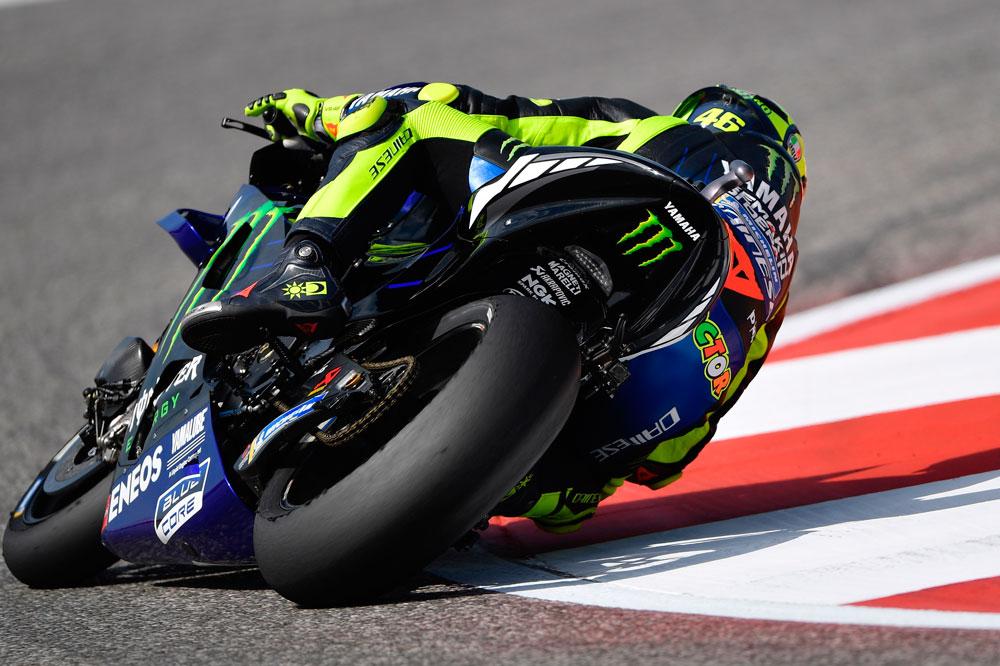 Valentino Rossi no pudo con el ritmo de Alex Rins y se tuvo que conformar con la segunda posición