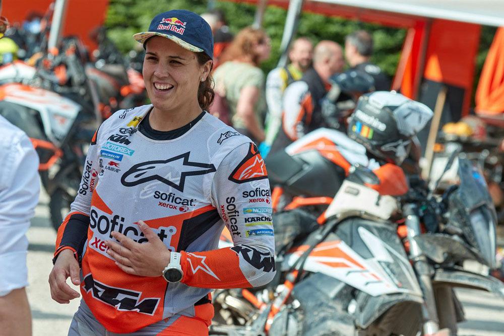 Laia Sanz compartió con todos los participantes en el KTM Rally el anuncio de la puesta en producción de la 790 Adventure Rally